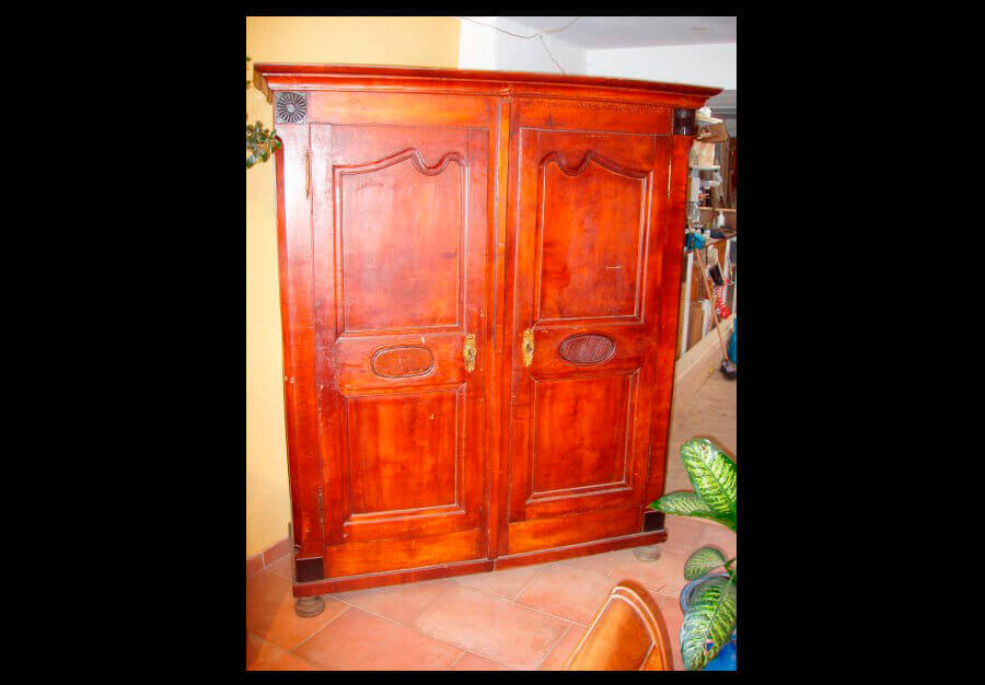 armoire vaudoise en cerisier au p ch du mobilier